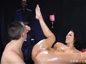 Rachel Starr loves some oily joy in front of her spouse