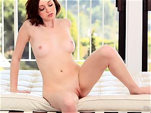 Victoria Voss likes to sate her perfect rosy puss