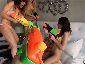 Sara Luvv and mates enjoy their cool games