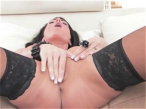 incredible Jessica Jaymes frigs her cascading raw cooch