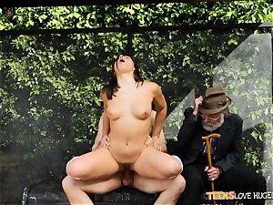 funny situation of cunny rammed daughter and her grandfather observes at bus stop - Abella Danger and Bill Bailey