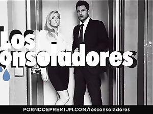 LOS CONSOLADORES - Julia De Lucia luvs crazy four-way