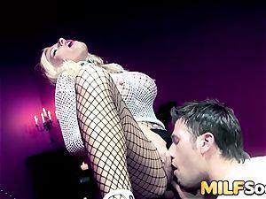 cougar Michelle Thorne gets anal fuckin'