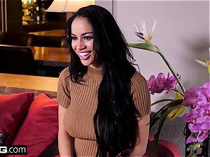 sumptuous Latina gets an glamour rubdown