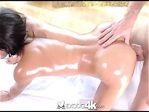 Exotic4k Chloe Amour rubdown screw and jizm geyser