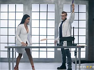 Jenna J Foxx attempts out the bang-out machine