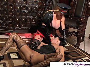 see Taylor Wane poke Jessica Jaymes like a cockslut