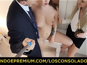 LOS CONSOLADORES - threeway hump fun for dark haired kitten