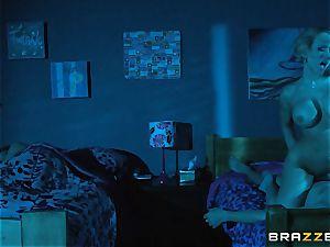 Kagney Linn Karter shares her stud with Brooklyn haunt