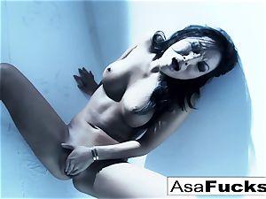 incredible Asa Akira plays with her vag